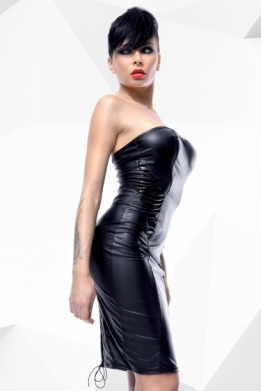 Kinky wetlook strapless jurk met vetersluiting